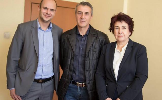 Николай Тодоров-Кайзера /в средата/ източник: minyor-pernik.bg