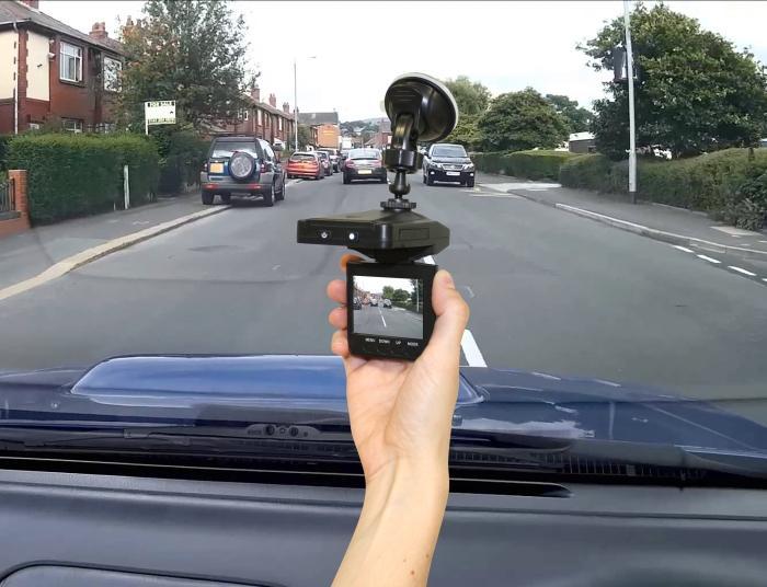 """<p><strong>Viz Car Camera</strong>&nbsp;е персонален видеорегистратор за Вашия автомобил, който Ви позволява да записвате всичко, докато шофирате.</p>  <p>В случай на инцидент, ще избегнете всякакви съмнение и безпочвени обвинения.</p>  <p><strong>Viz Car Camera</strong>&nbsp;се прикрепя лесно към предното стъкло на всеки автомобил и се включва автоматично, когато стартирате автомобила. Видеорегистраторът записва видео и аудио, а обективът се настройва автоматично към светлинните промени. Без значение дали преминавате през тунел или шофирате в слънчев ден. Качеството на изображението ще бъде винаги перфектно.</p>  <p><strong><u><a href=""""https://tvboutique.bg/product/viz-car-videoregistrator"""" target=""""_blank"""">Повече за видеорегистратора за автомобил вижте ТУК</a></u></strong></p>"""