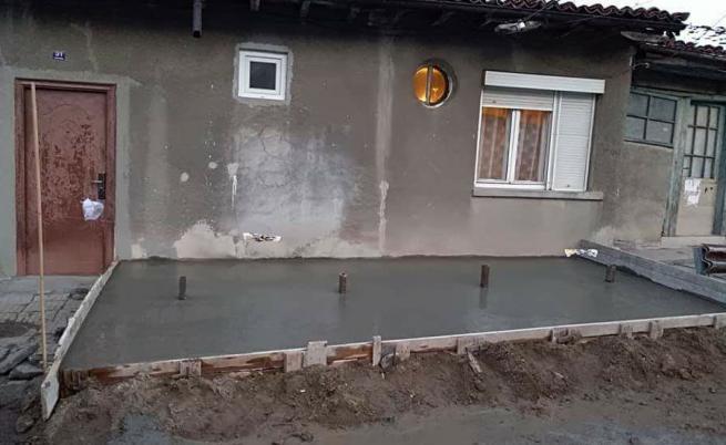 Семейство в Търново осъмна с автобусна спирка на входа