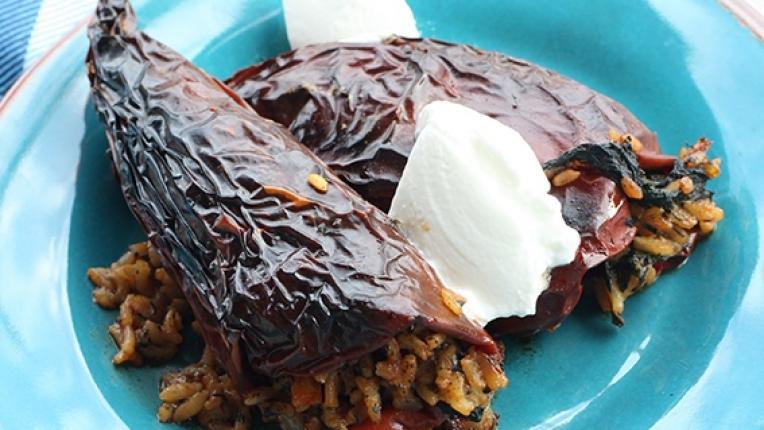 Коледните рецепти на Катето Евро: Сухи червени чушки пълнени с коприва и ориз