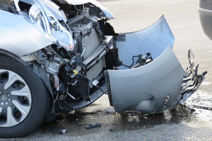 Следват пътнотранспортните произшествия с риск за смърт от 1 към 114. Ако сте само пътник в автомобил рискът от смърт намалява до 1 към 645. Малко по-малка е възможността за смърт от ПТП при пешеходците – 1 към 647. Карането на мотоциклет всъщност е доста по безопасно. Рискът от смърт при злополука с мотор е 1 към 985. При карането на колело опасността намалява до 1 към 4486.