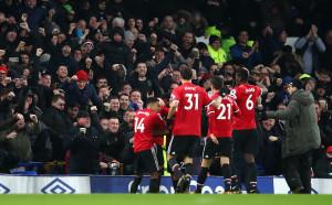 Манчестър Юнайтед отвръща на удара със скъпите билети от страна на Севиля