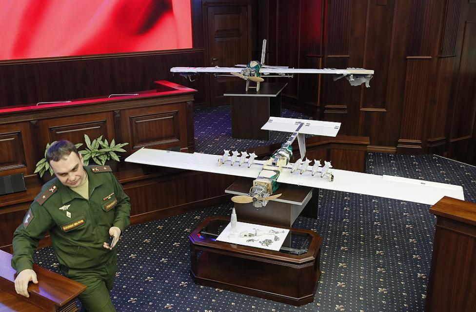 - Русия обяви, че екстремисти са използвали безпилотни самолети, за да атакуват нейната военноморска и военновъздушна бази в Сирия, съобщават руските...