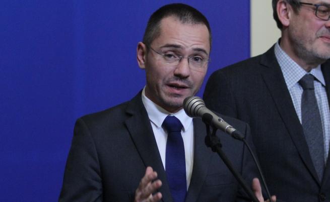 Джамбазки за мигрантите: Премиерът говори като почетен член на ВМРО