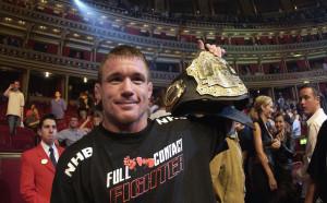 Мат Хюз с емоционално завръщане в UFC след ужасната катастрофа
