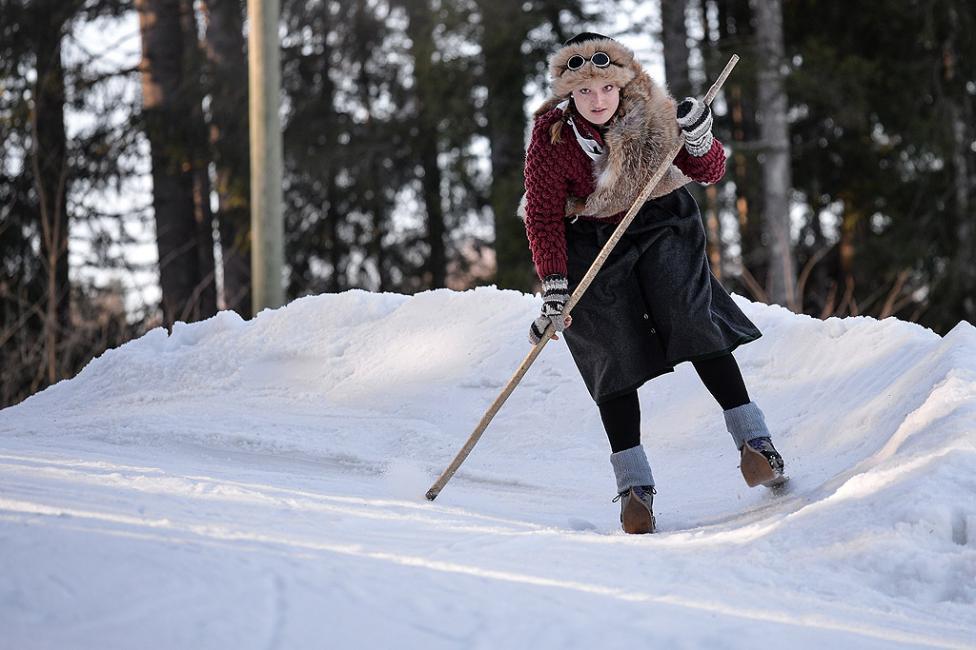 - Любители на дървените ски и ретро облеклото по време на състезанието Nostalski в Круен, Бавария, Германия.