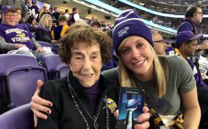 99-годишна баба получи подарък билети за мача на годината