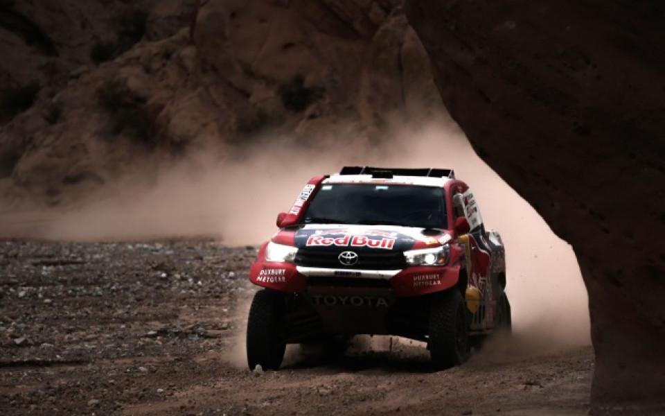 Ал Атия грабна успеха в 12-ия етап на Дакар, Сайнс води уверено