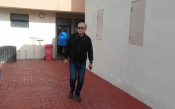 Русев гледа тренировката на Левски, двама са аут