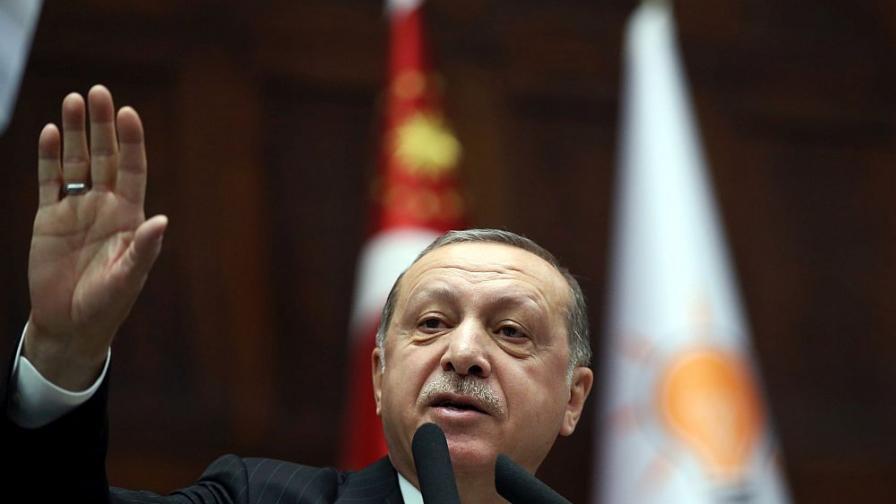 Ердоган на историческо посещение във Ватикана