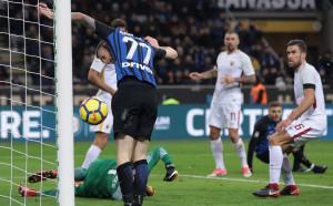 Интер се спаси в края от поражение срещу Рома