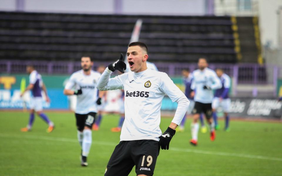 Калоян Кръстев с нов гол за Болоня
