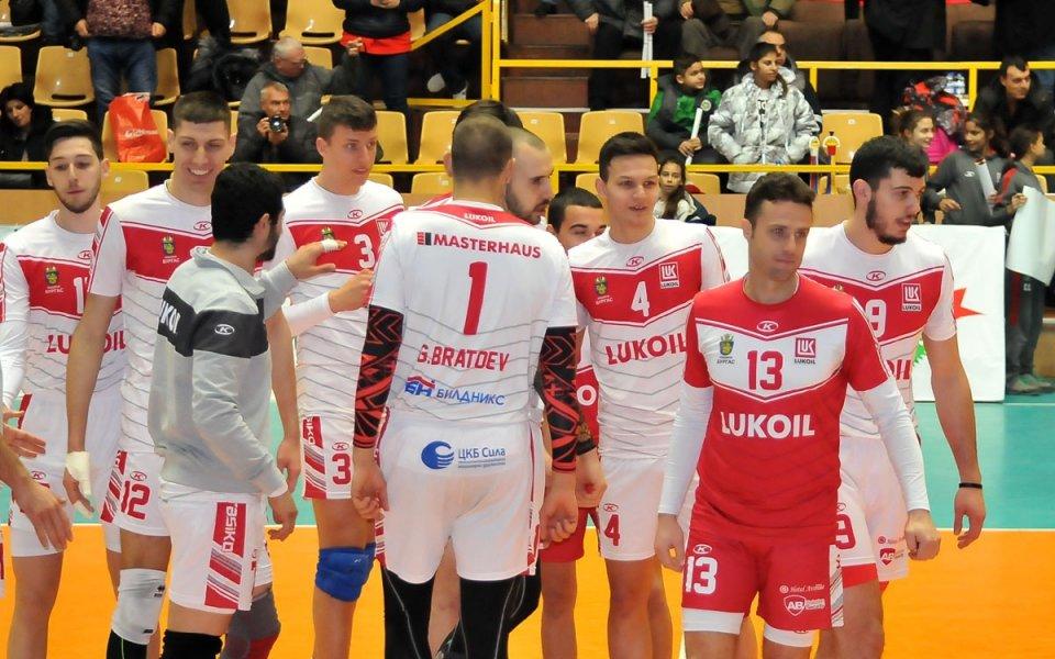 Отборът на Нефтохимик 2010 триумфира с титлата във волейболната Суперлига