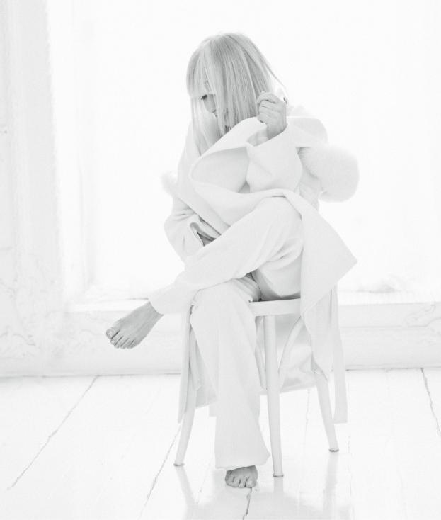 - Голямата музикална звезда на България Лили Иванова е на февруарската корица на списание EVA