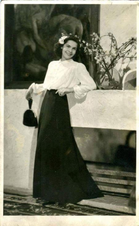 - Днес голямата българска актриса навършва 96 години. Тя е родена в София в семейството на писателя Константин Мутафов и учителката Екатерина Мутафова...