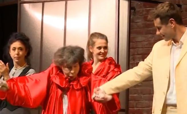 Стоянка Мутафова посрещна рожден ден на сцената права