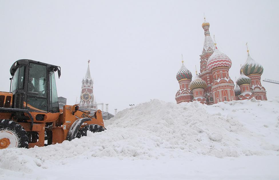 - Най-силният от един век снеговалеж беше регистриран през почивните дни в руската столица. За ден от улиците на Москва са извозени 1,2 млн. кубични...