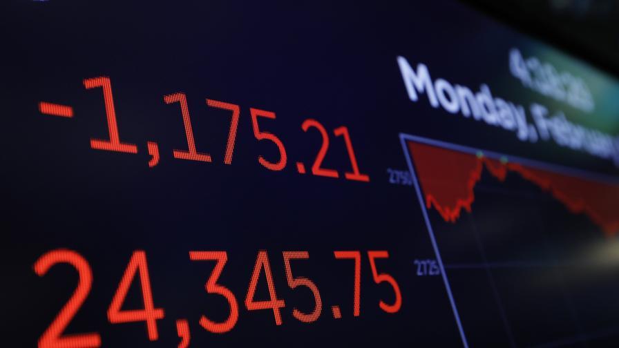 Основният индекс в САЩ се срина, паника на пазарите