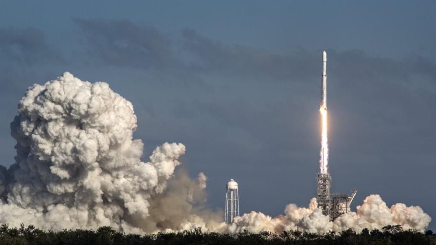 Мъск може да изпрати хора до Марс преди НАСА