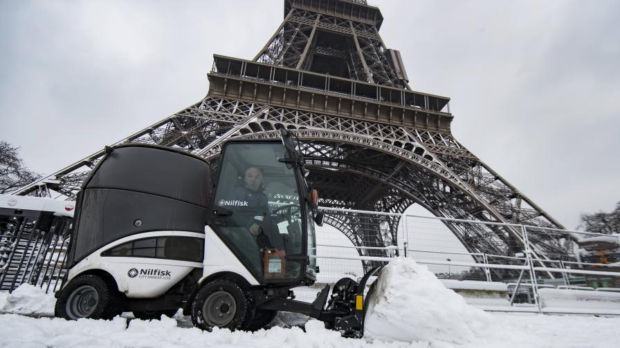 След наводненията лед и сняг блокираха Париж