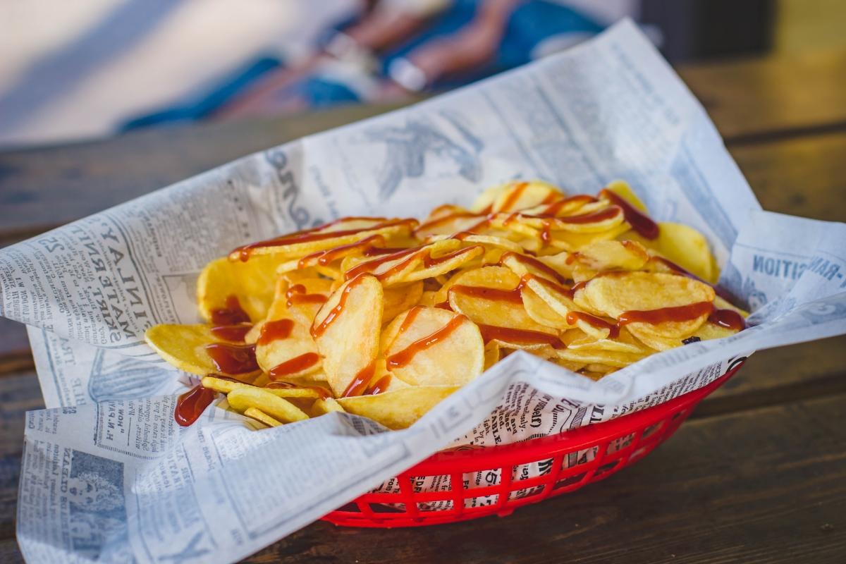 <p><strong>Картофен чипс</strong></p>  <p>Според проучване, проведено от Bioversity International до 25% от дивите картофени видове ще изчезнат до 2055 г. А това означава смърт за любимото ни хрупкаво лакомство. Гарнитура пържени картофки също вече няма да е нещо напълно обичайно.</p>