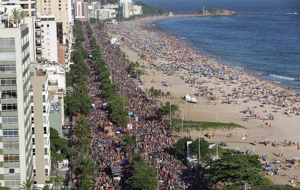 - По създала се в Рио традиция масовите костюмирани паради започнаха по булевардите, крайбрежните улици и площадите няколко дни преди началото на...