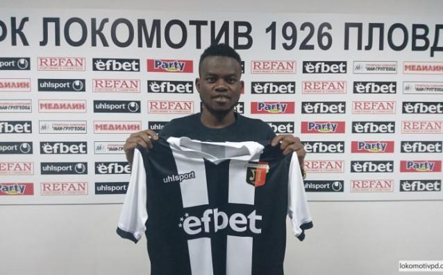Локомотив Пловдивподписа договор с нигерийския защитник Мустафа Абдулахи. Това съобщиха