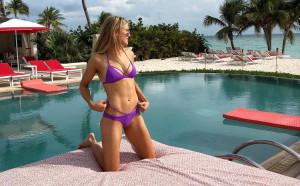 Две секси спортистки в Sports Illustrated Swimsuit 2018