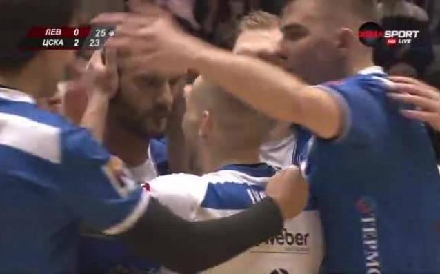 Левски върна един гейм срещу ЦСКА и продължава битката.Левски поведе