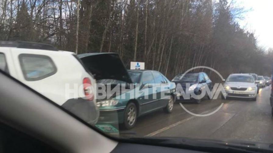 Верижна катастрофа с повече от 10 автомобила в София