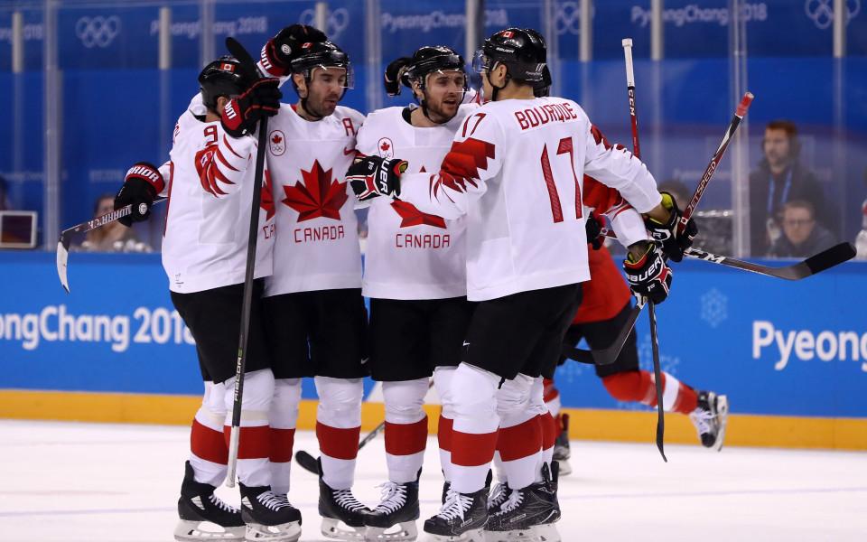 Канада започна защитата на титлата си с разгром