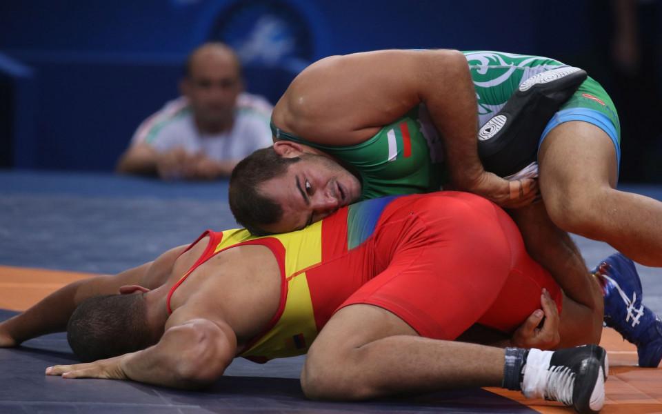 Даниел Александров с приза за най-резултатен борец