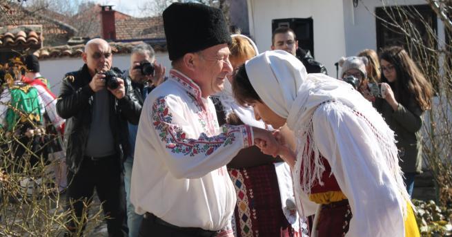 Българската православна църква почита днес църковния празник Неделя сиропустна, наричан