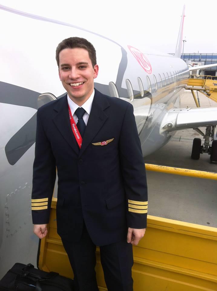 Още на 19г. Васил Димитров пилотира пътнически самолет Airbus A320.