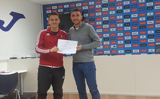 Радостин Александров е на 26 години, треньор от ДЮШ на