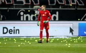 Айнтрахт удари РБ Лайпциг под дъжда от тенис топки