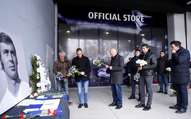 Стотици си взеха сбогом с Павел Панов