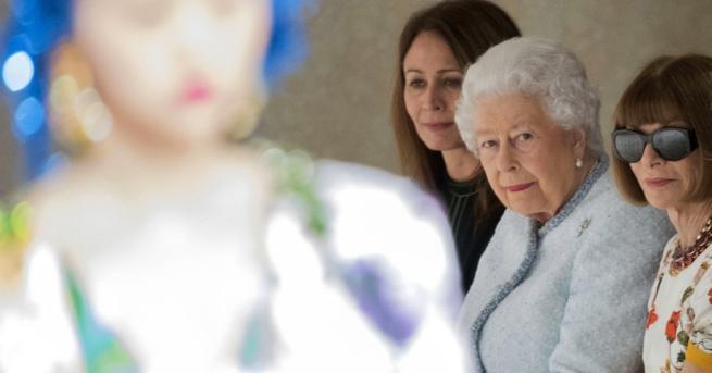 Елизабет II изненада всички с появата си на Седмицата на