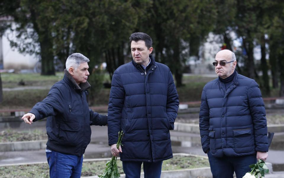 Синът на Гунди и футболни легенди отдадоха почит на Павел Панов