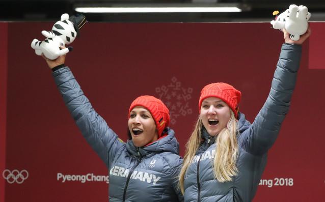 Германия изненада фаворитите и спечели олимпийската титла на двуместен бобслей