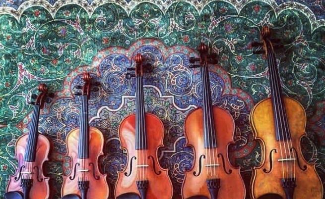 Историята зад тези цигулки е вълнуваща.