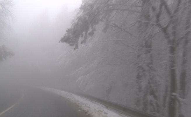 Над България нахлува студен въздух, температурите падат