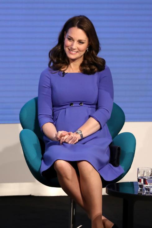 - Херцогинята на Кеймбридж Кейт Мидълтън, принц Уилям, принц Хари и годеницата му американската актриса Меган Маркъл се появиха заедно на официално...