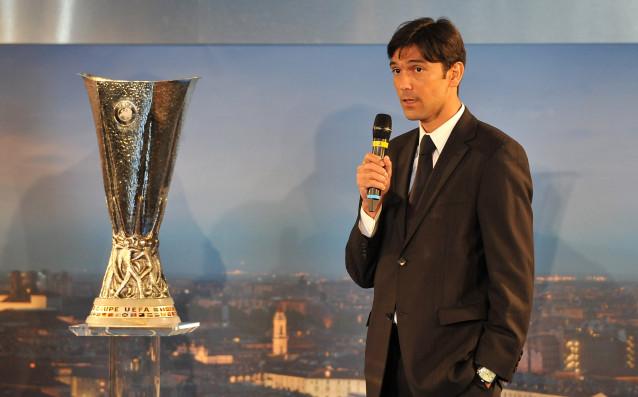 Пауло Ферейра през 2014 година до трофея от Лига Европа източник: Gulliver/Getty Images