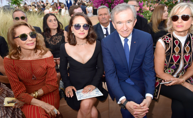 Бернар Арно в компанията на актрисите Натали Портман и Мариса Беренсън