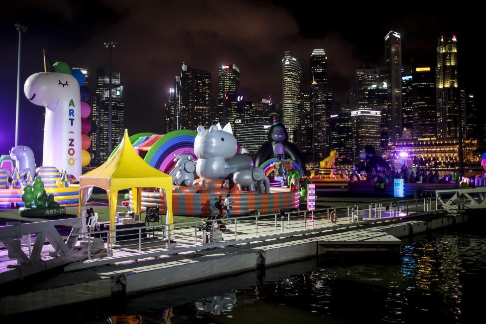 - Надуваемият Art Zoo Park в залива Марина Бей в Сингапур, разполага с различни гигантски надуваеми животни и ще бъде отворен за посещение от 9 март до...