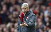 Венгер: Покрай Арсенал има много негативизъм... като дъждът в Англия
