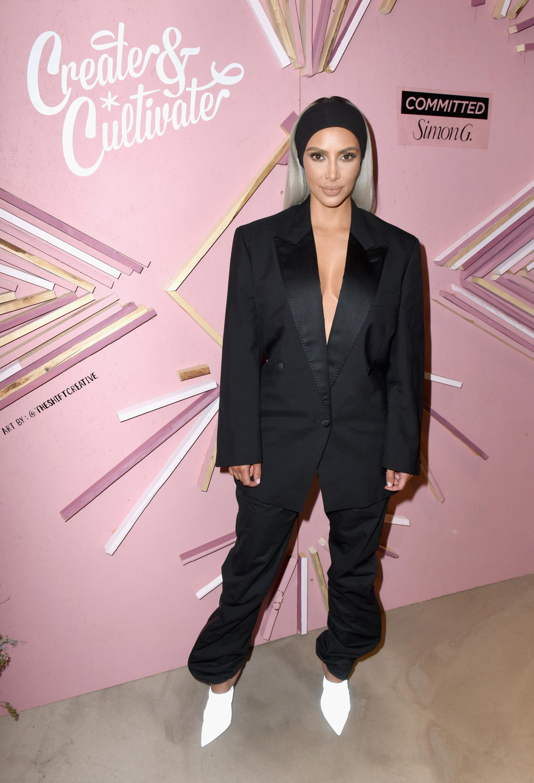 Ким Кардашиан има три годежа. За първи път тя получава от продуцентаДемън Томъс, за когото се и омъжва. Двата се разделят през 2004 г.Крис Хъмфрис през 2011 г. предлага брак на Ким и се женят. няколко месеца по-късно Ким напуска Крис. През 2013 г. Ким се омъжва за Кание Уест.