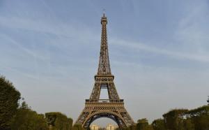 Айфеловата кула в Париж се превърна в състезателно трасе