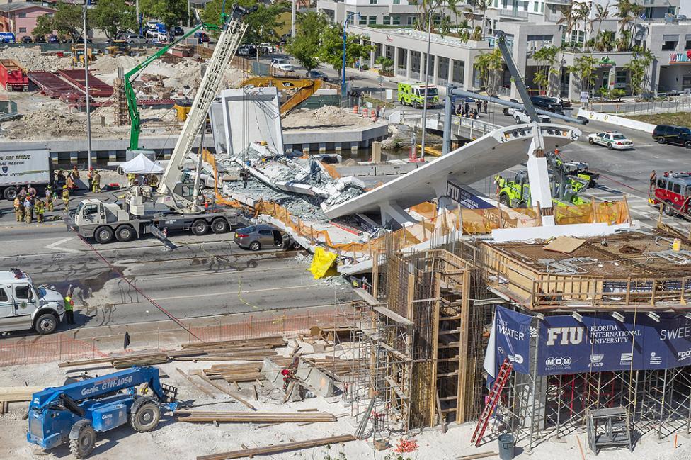 - В американския град Маями, щата Флорида върху една от градските магистрали рухна пешеходен мост. Според неокончателните данни са загинали няколко...